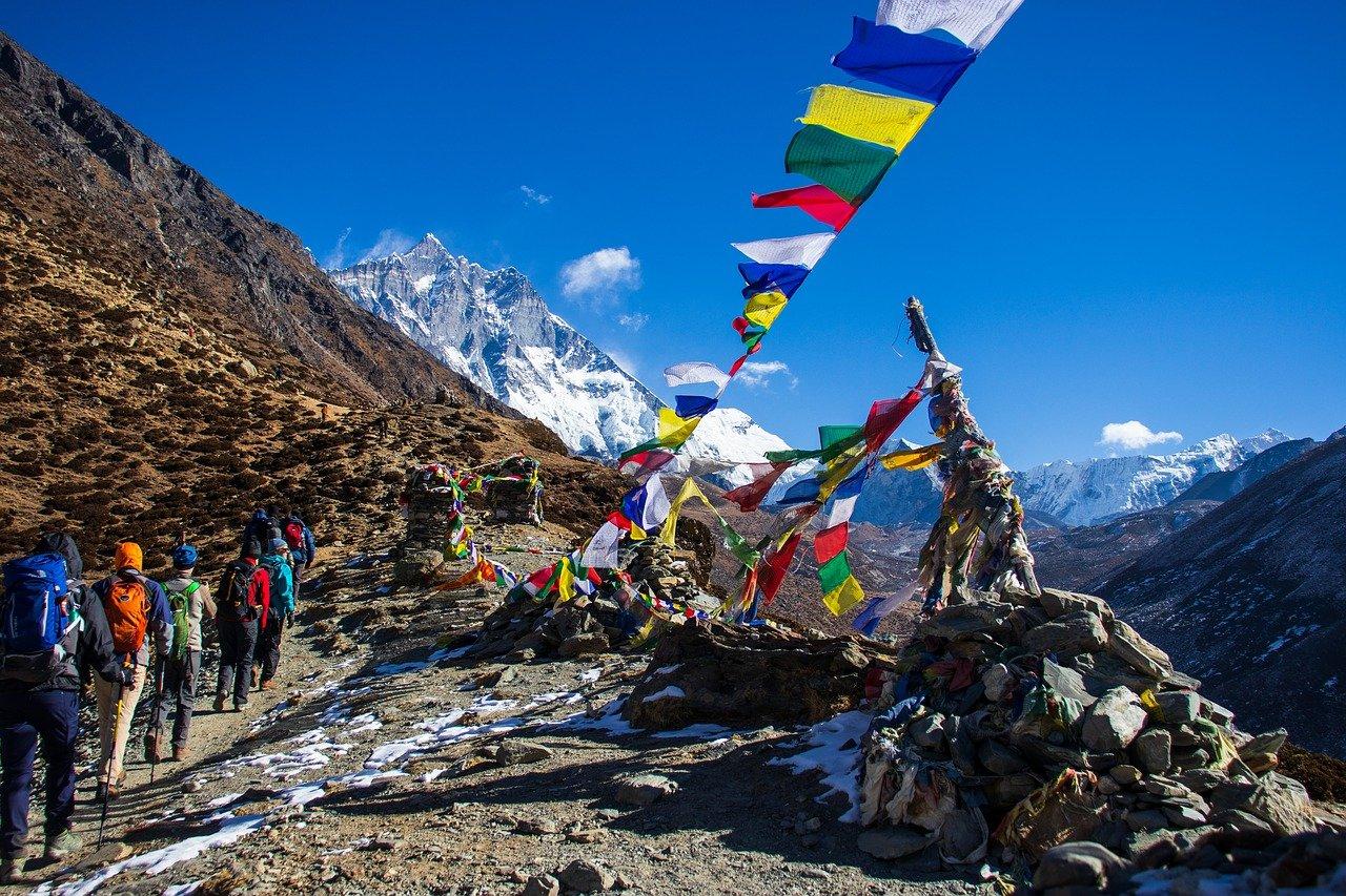trekking in nepal autumn